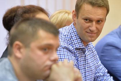 Петр Офицеров (слева) и Алексей Навальный (справа) Фото портала РИА Новости
