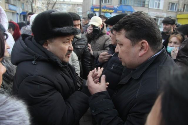 28 марта несколько десятков предпринимателей Уральска вышли на акцию протеста против трехкратного роста тарифов на тепло.
