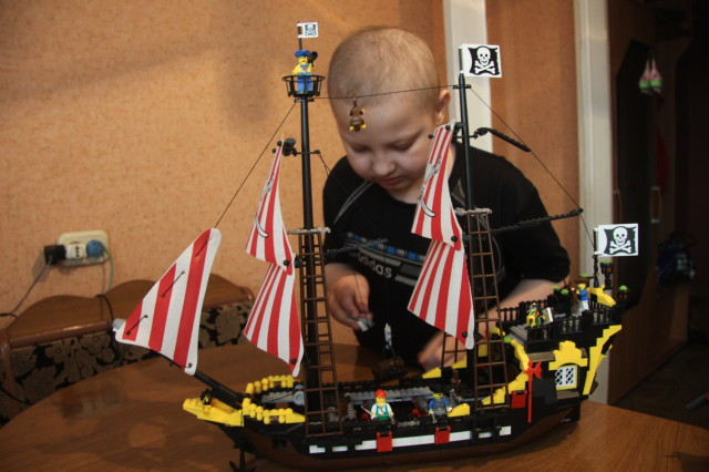 Прежде единственным  увлечением у Димы были только корабли, которые он собирал сам.
