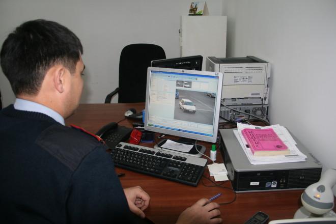 Картинка с видеокамер передается на компьютеры процессингового центра, расположенного в здании бывшего управления дорожной полиции по улице Гагарина.