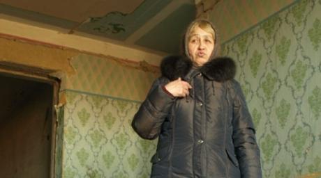"жительница аварийоного дома. фото из архива ""УН"""