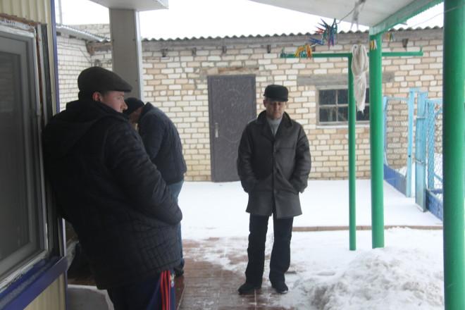 Родственники, приехавшие из России, отказались разговаривать с журналистами.