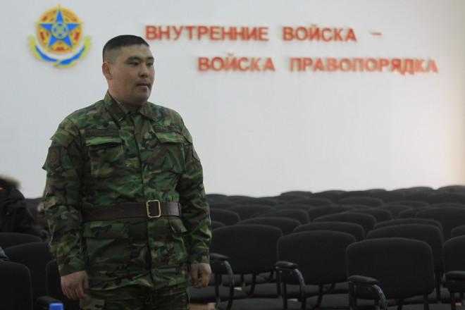 В день трагедии сержант Руслан Залмуканов (на фото) сам чуть не погиб в канализации.
