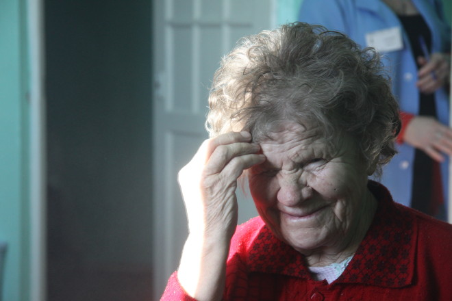 Увидев себя в новом образе Елена Артемьевна  заплакала.