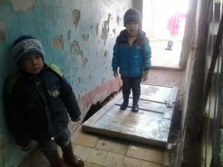 дети в подъезде
