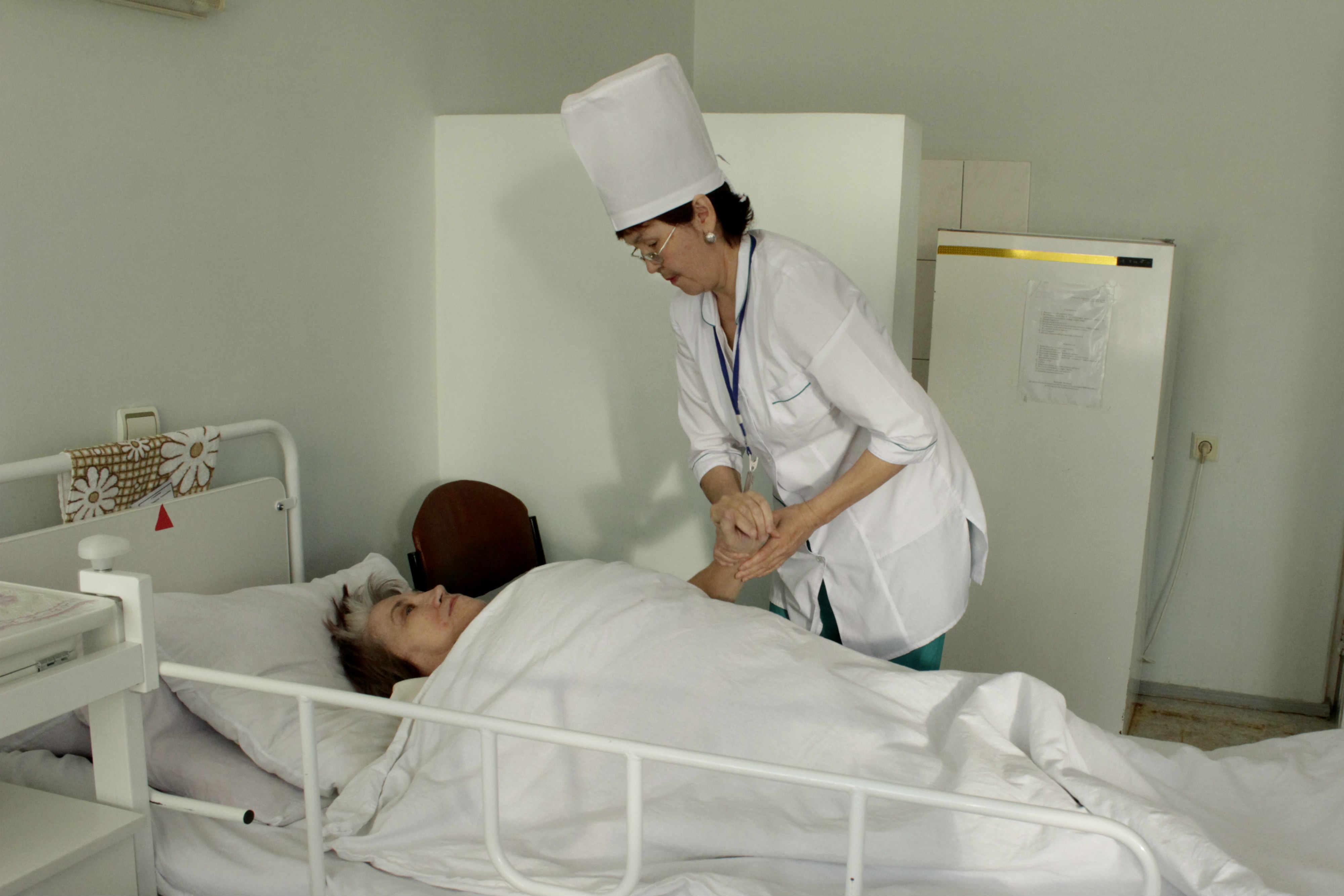 У медсестры в пастели 5 фотография