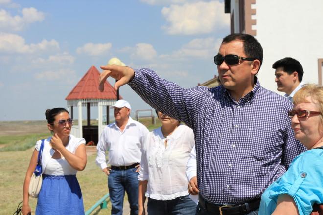 Аким области Ногаев во время выездного совещания признался, что это его первая поездка на Шалкар в этом году.