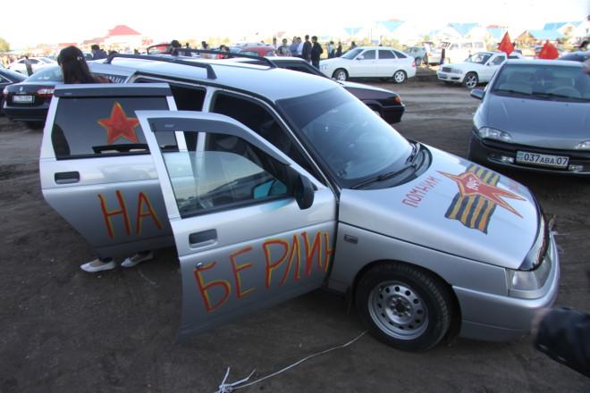 Большинство участников автопробега состязались в фантазии расписывая свои машины гуашью