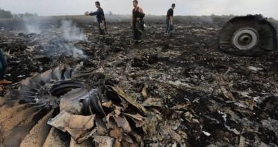 main_Крушение-Боинга-на-Украине-фото-без-цензуры-видео-Боинг-777-Малайзия