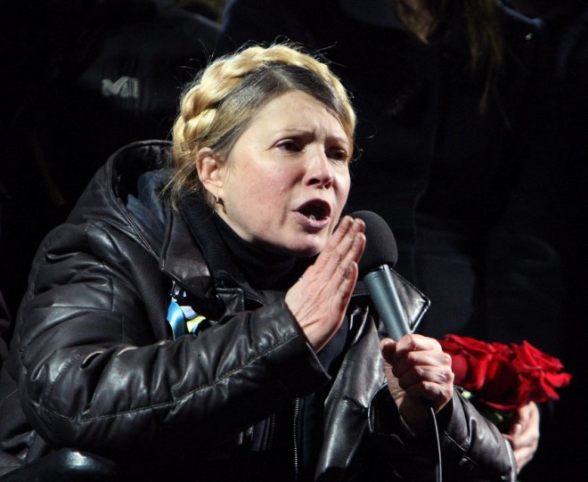Tymoshenko addresses crowd on Independence Square in Kiev