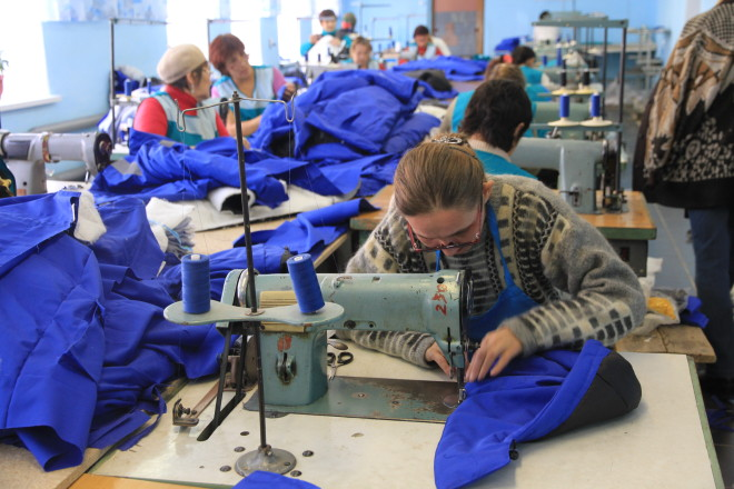 В швейном цеху недавно сделали капитальный ремонт и установили туалет. Кроме того, цех расширился еще на три швейные машинки, а следовательно, на три рабочих места.