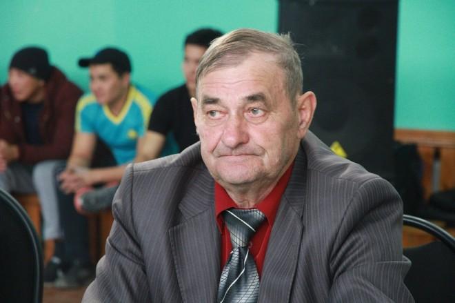 Областной турнир по армрестлингу прошел 12 октября в спортзале ЗКАТУ имени Жангирхана. Сам виновник торжества, Николай Коломоец, участвовал в турнире как главный судья.