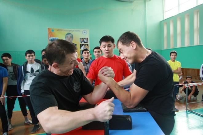 Самым зрелищными оказались схватки в самых тяжелых весовых категориях. Как например схватки между Евгением Кордюковым из Уральска и Александром Скрыпником из Аксая.