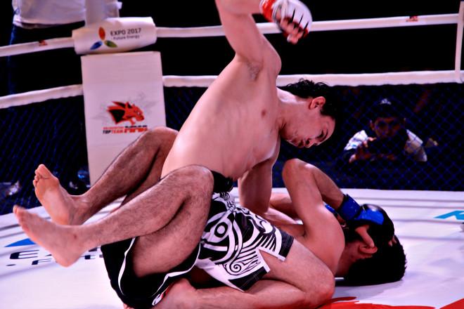 К концу третьего раунда Дамир Исмагулов уверенно господствовал на ринге.
