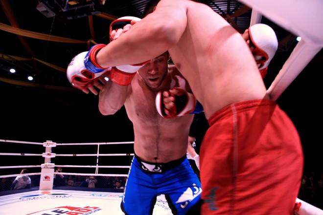 Соперник Андрея Смирнова оказался достойным соперником и несколько его ударов достигли цели.