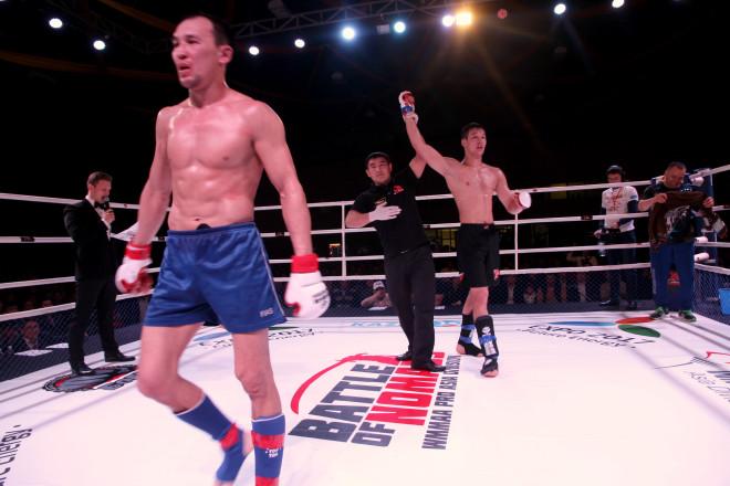 Спортсмены в этом поединке не смогли выяснить кто сильнее в двух отведенных раундах и судьи назначили экстрараунд, в результате которого победил Шафкат Рахмонов.