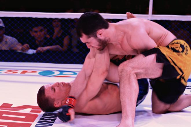 Также стремительно закончился бой между профессионалом из Актобе Сергеем Морозовым и россиянином Богаром Клосом.