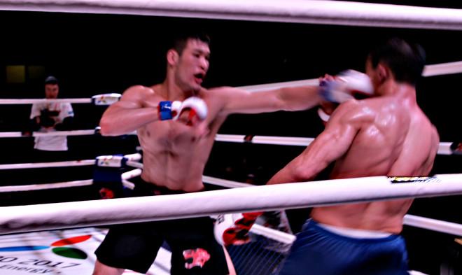 В весовой категории 77,1 кг бились действующий чемпион мира по смешанным видам единоборств Шафкат Рахмонов из Акмолинской области и Темирлан Исхангалиев из ЗКО.