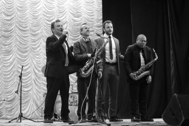 Группа Ари Роланда во время концерта в ДК Молодежи
