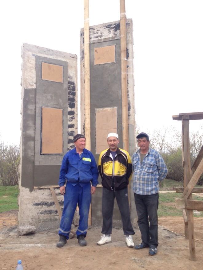 Инициаторы проекта, жители села Ново-Павловка (слева на право) Бисенгали Шайкулов, Нуркей Махамбетов и Бисенбай Акмадиев.