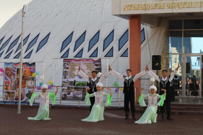 Ребята исполнили не один казахский народный танец. Вот, например, танец «Нежность»