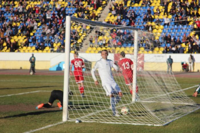 Последней гол в ворота ЦСКА. Для игроков в белой форме вытаскивать мяч из сетки стало привычным