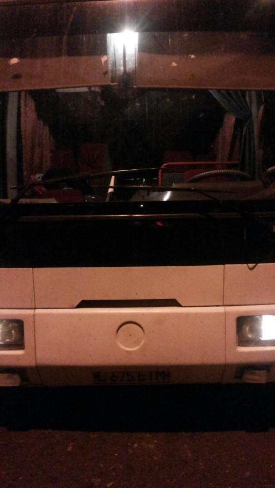 Автобус, на котором должны были поехать школьники