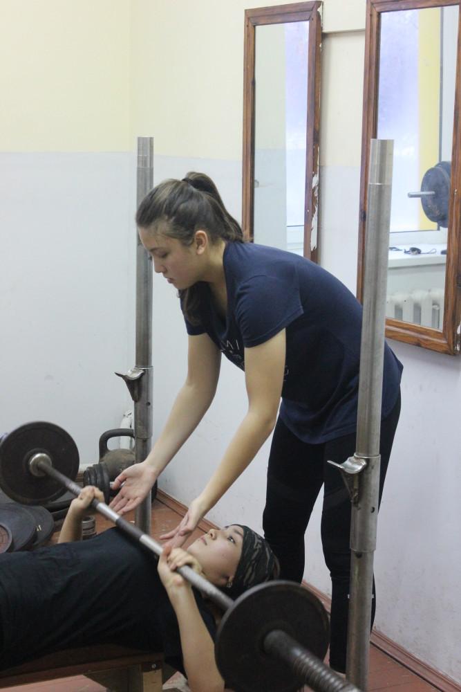Девушки тренируются наравне со юношами