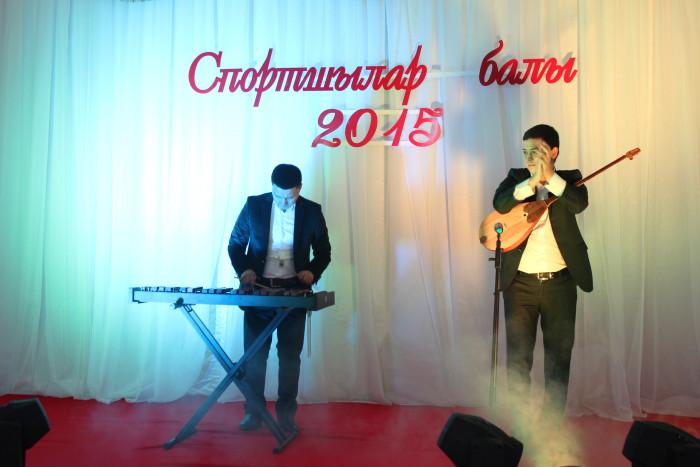 Помимо церемонии награждения на балу спортсменов  выступали танцоры, певцы и музыкальные коллективы