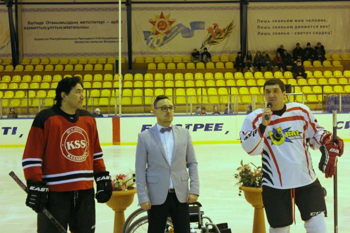 Аркадий Рубцов справа