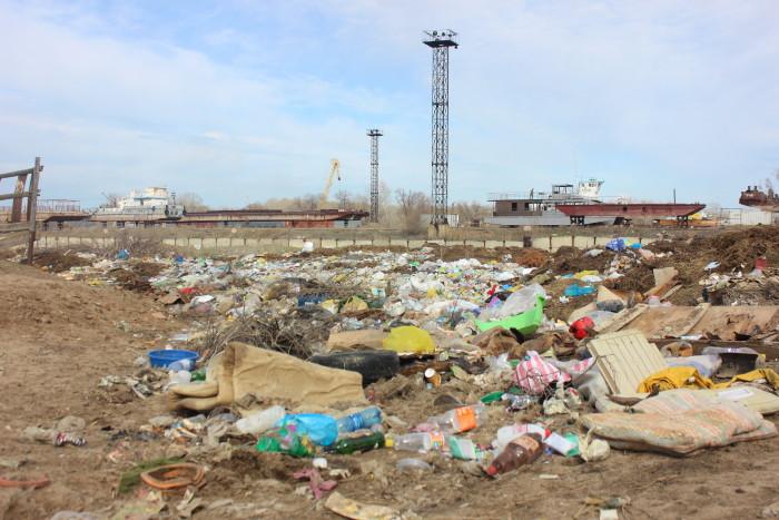 Гора мусора в районе Мясокомбината
