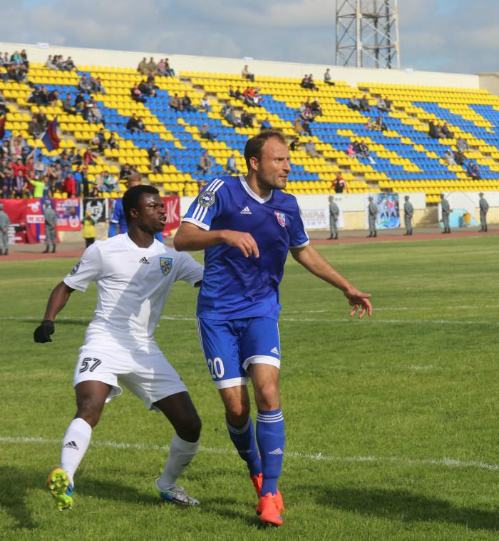 Олег Хромцов после долгих попыток всё же забил гол