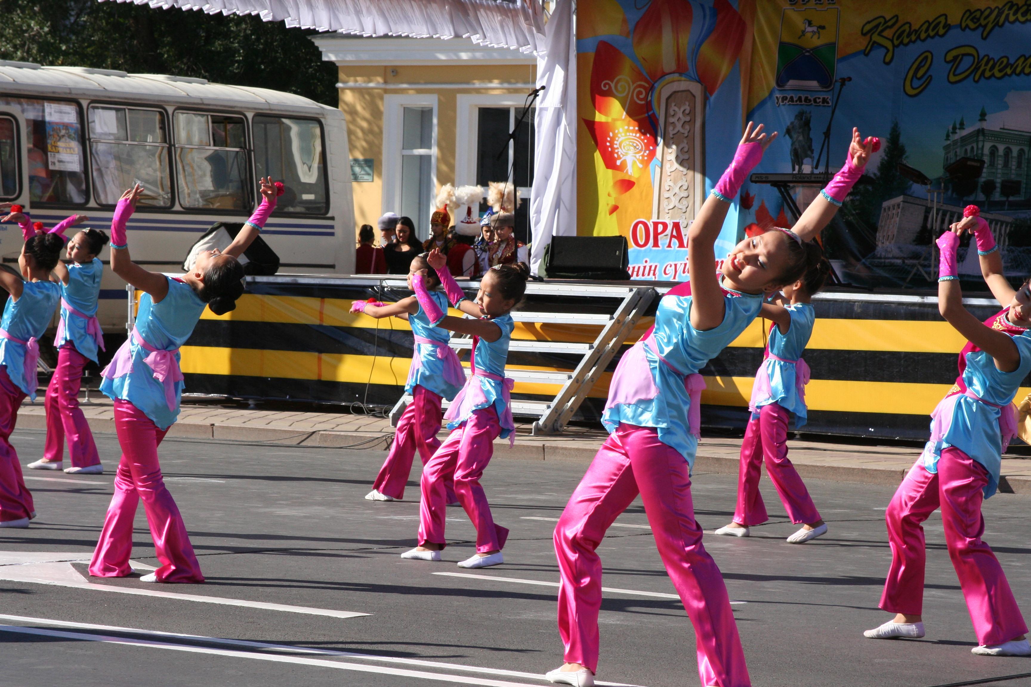 Танцевальный конкурс на день молодежи