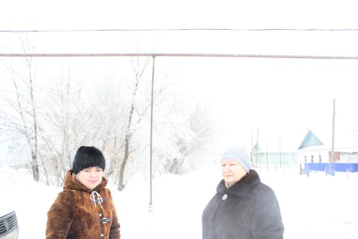 Жители улицы 8 марта Светлана Хангереева и Людмила Вдовина, которые остановили строительство увеселительного заведения на своей улице.