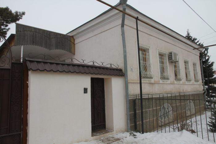 Экс-акима района ЗКО судят за выстрел в подростка