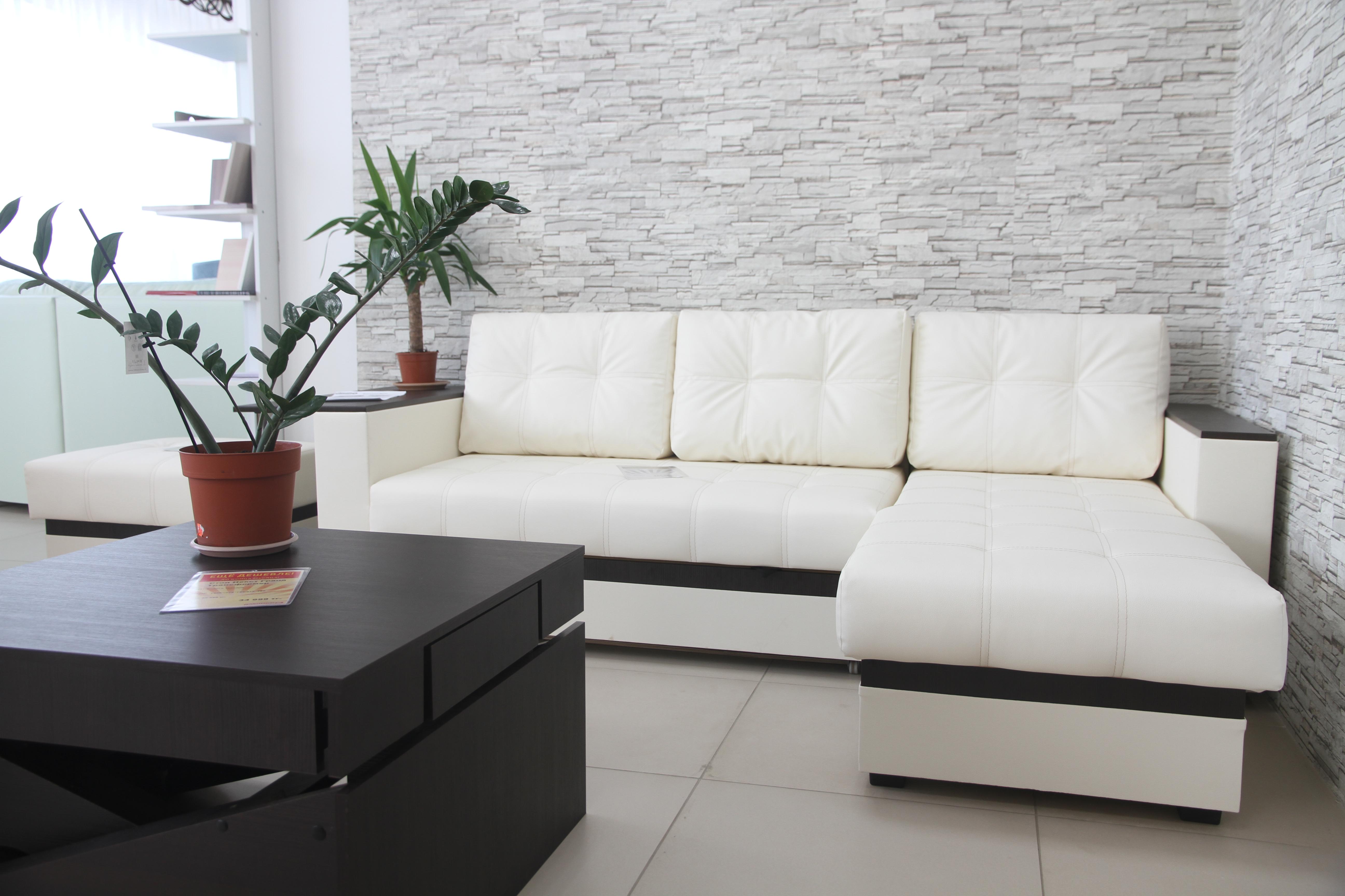 52d962ef Директор мебельного дисконт-центра «Полцены» Динара Демесинова рассказала  нам, что на рынке Уральска они работают по франшизе от российской мебельной  ...