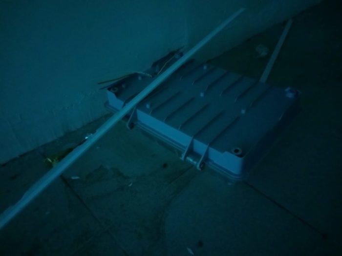 В Уральске вандалы сорвали фонари в новом подземном переходе