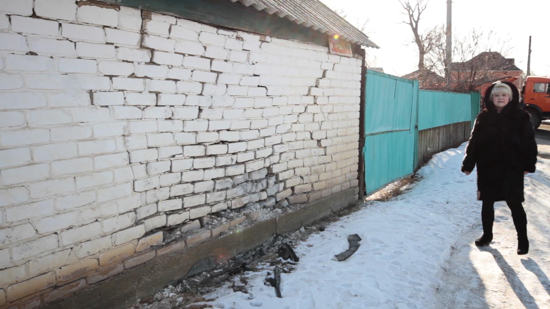 Пьяная 15-летняя школьница на авто врезалась в жилой дом в Уральске